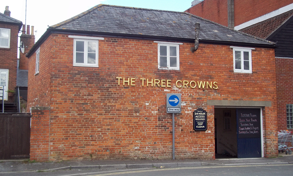 three crowns devizes back