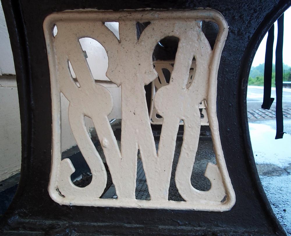 gwr bench legs at charlbury station