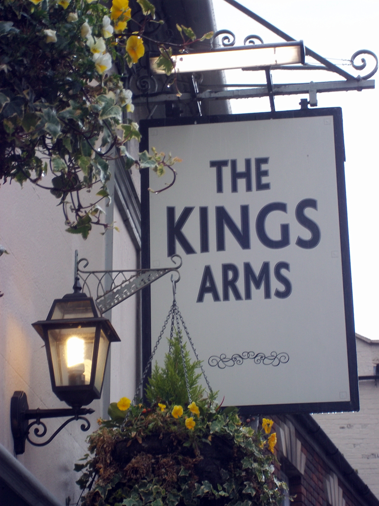 kings arms trowbridge sign