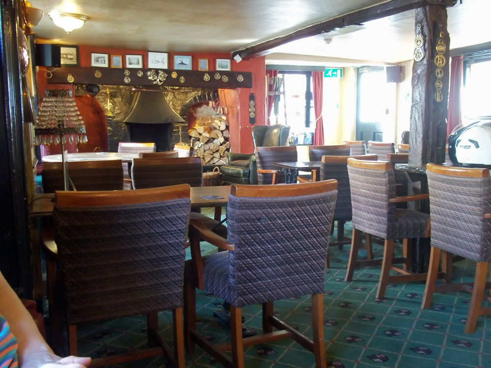 royal oak pewsey lounge