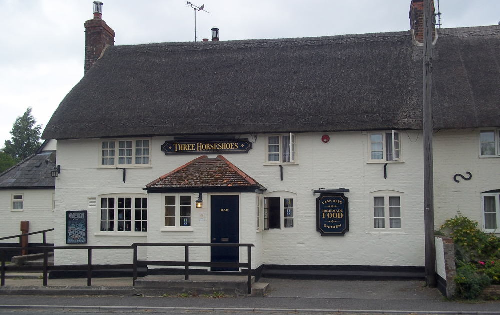 three horseshoes stibb green