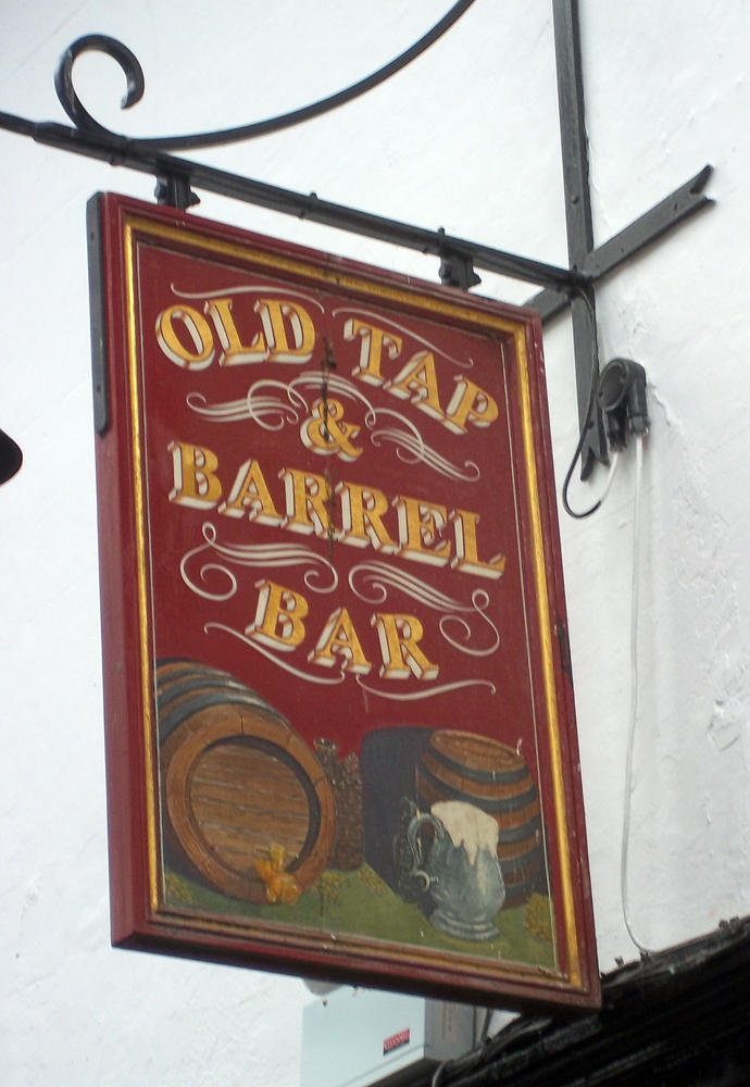 new inn gloucester bar sign