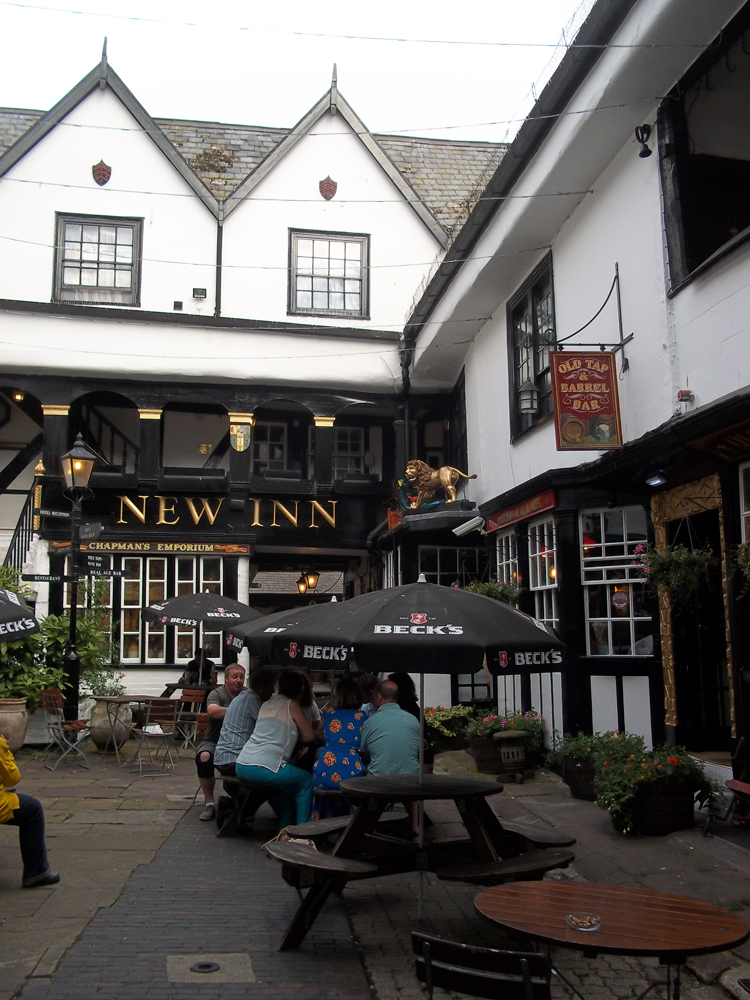 new inn gloucester courtyard