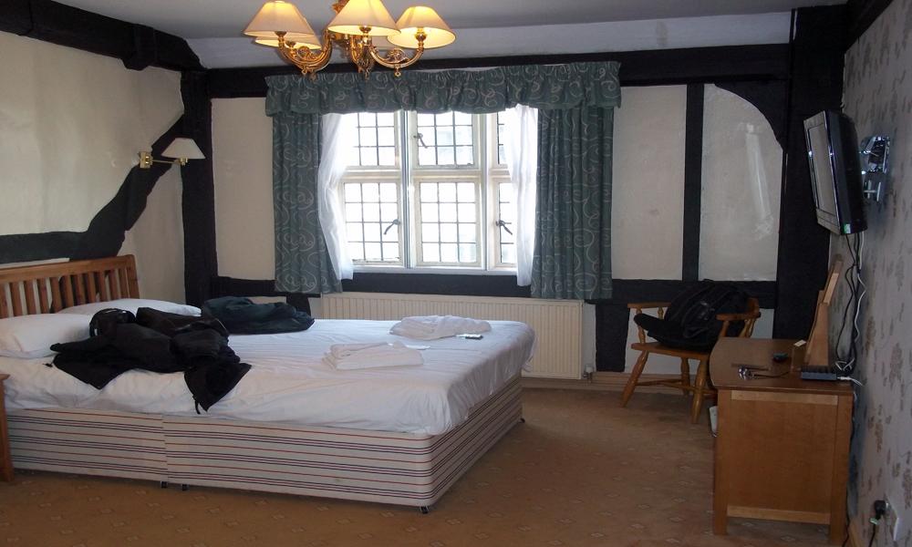 new inn gloucester room