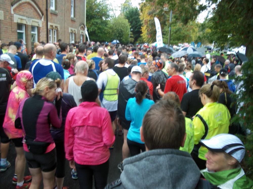 2013-10-20 devizes half marathon start