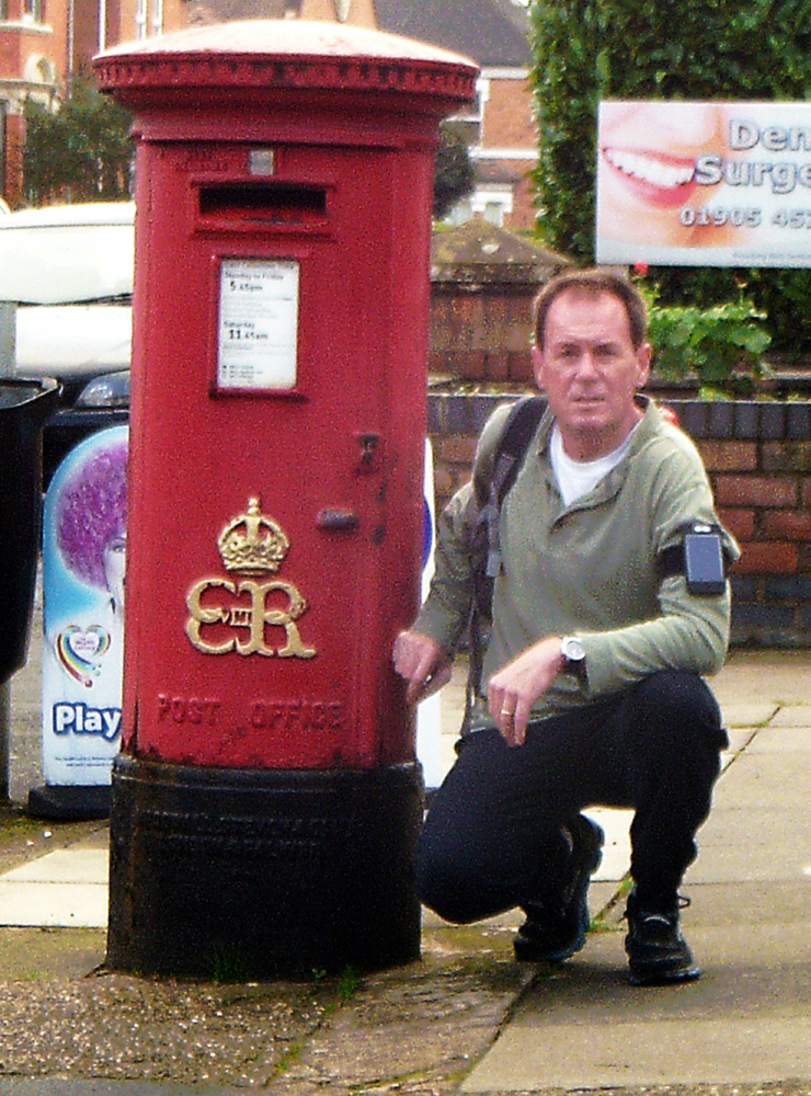 Edward VIII postbox Worcester and me s