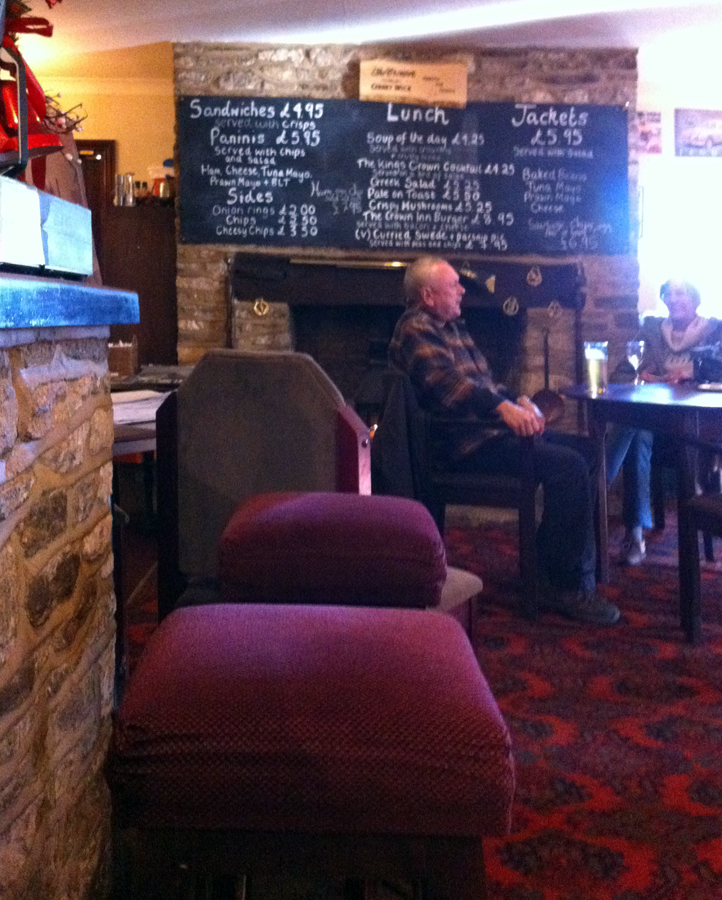 crown cerney wick lounge